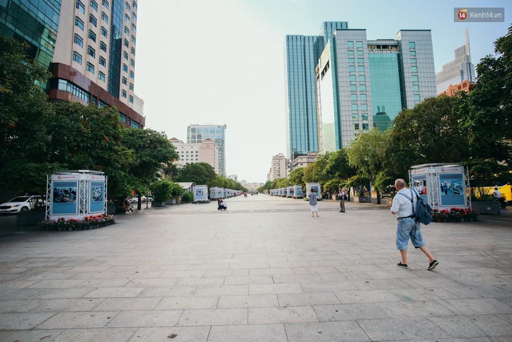 Sài Gòn bình yên lạ thường, đường phố vắng bóng phương tiện trong những ngày nghỉ lễ 30/4 - 1/5 - Ảnh 3.