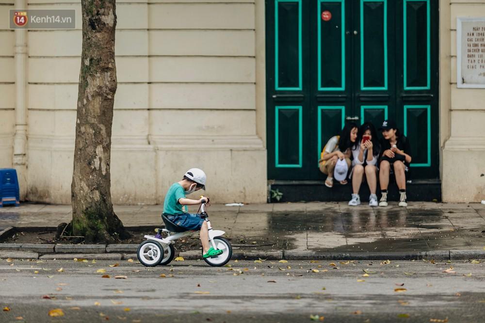 Chùm ảnh: Có một Hà Nội vắng lặng, thanh bình trong buổi sáng ngày 30/4 - Ảnh 17.