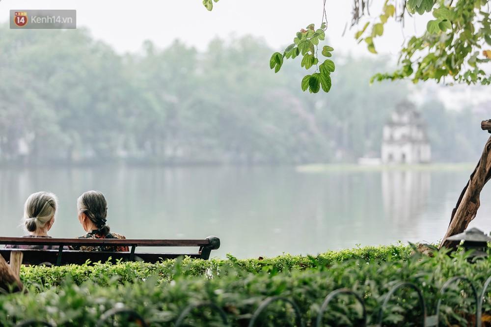 Chùm ảnh: Có một Hà Nội vắng lặng, thanh bình trong buổi sáng ngày 30/4 - Ảnh 16.