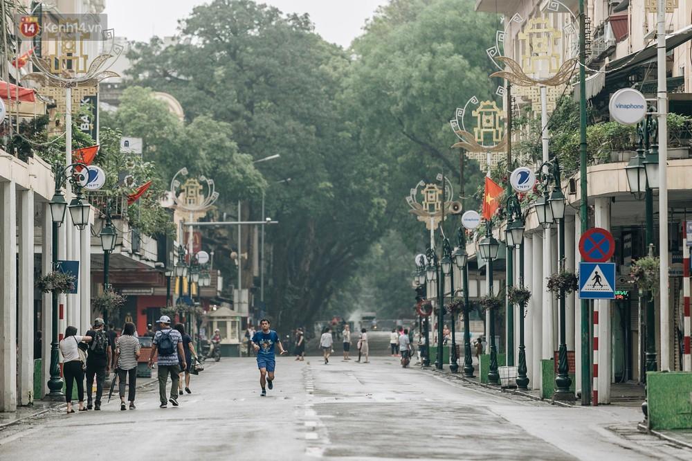 Chùm ảnh: Có một Hà Nội vắng lặng, thanh bình trong buổi sáng ngày 30/4 - Ảnh 13.