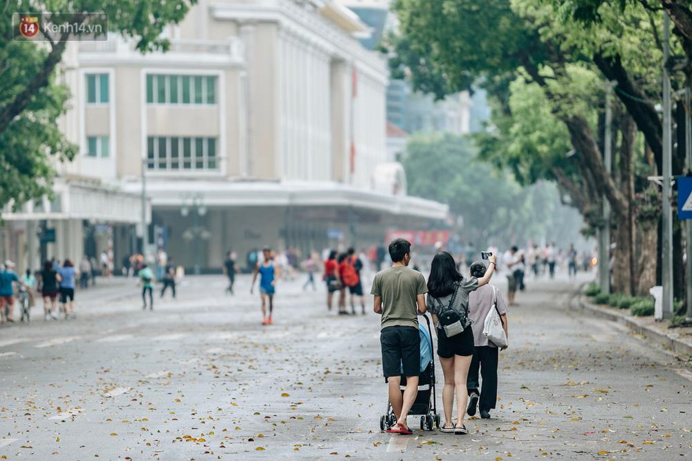 Chùm ảnh: Có một Hà Nội vắng lặng, thanh bình trong buổi sáng ngày 30/4 - Ảnh 19.