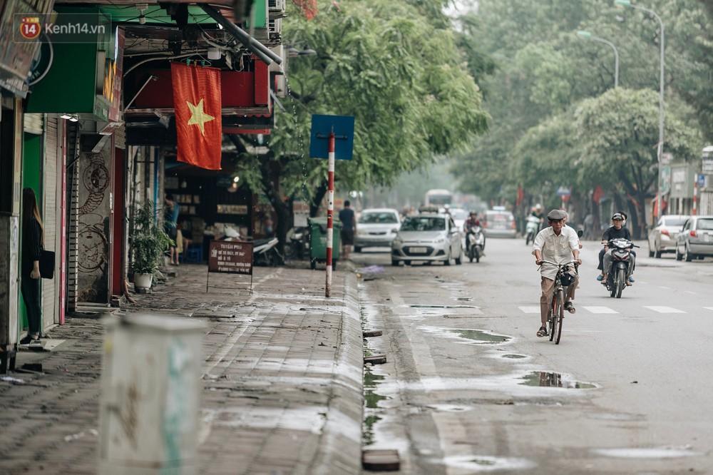 Chùm ảnh: Có một Hà Nội vắng lặng, thanh bình trong buổi sáng ngày 30/4 - Ảnh 10.