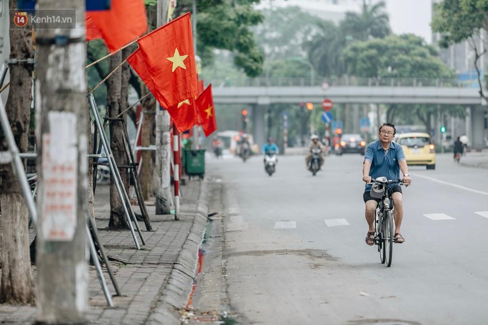 Chùm ảnh: Có một Hà Nội vắng lặng, thanh bình trong buổi sáng ngày 30/4 - Ảnh 6.