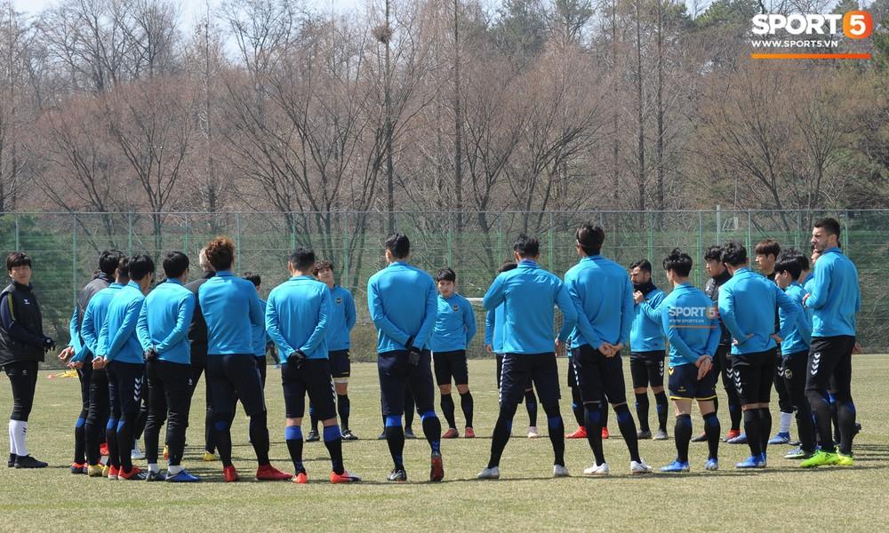 Công Phượng cười thả ga, xoá tan nghi ngờ bị áp lực từ truyền thông sau lần đầu đá chính ở K.League - Ảnh 2.