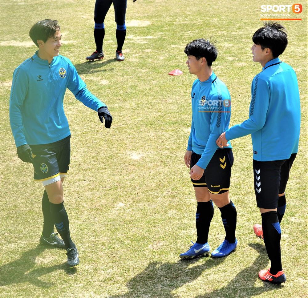 Công Phượng cười thả ga, xoá tan nghi ngờ bị áp lực từ truyền thông sau lần đầu đá chính ở K.League - Ảnh 8.