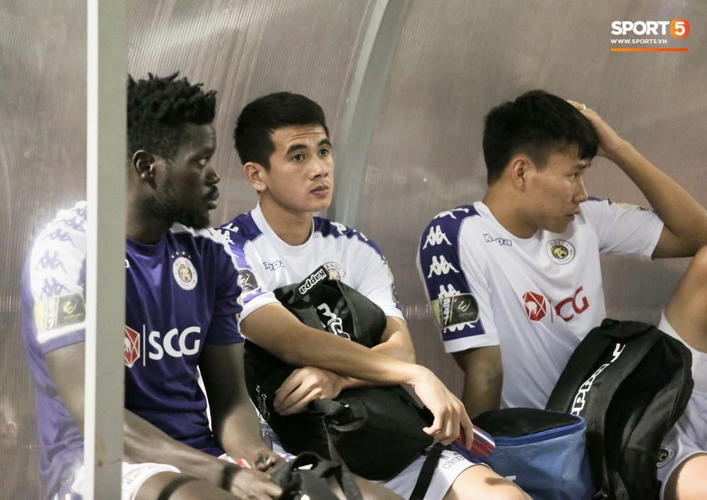Bùi Tiến Dũng chán nản, không khí Hà Nội FC như đưa đám sau trận thua thảm trước CLB Thanh Hoá - Ảnh 12.