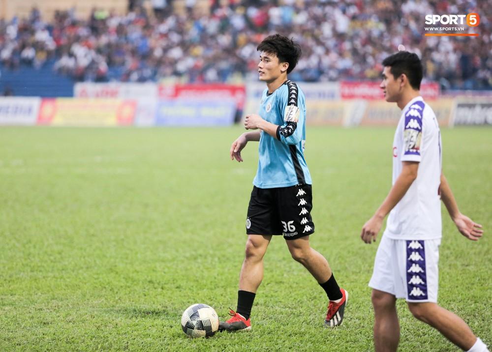 Bùi Tiến Dũng chán nản, không khí Hà Nội FC như đưa đám sau trận thua thảm trước CLB Thanh Hoá - Ảnh 6.