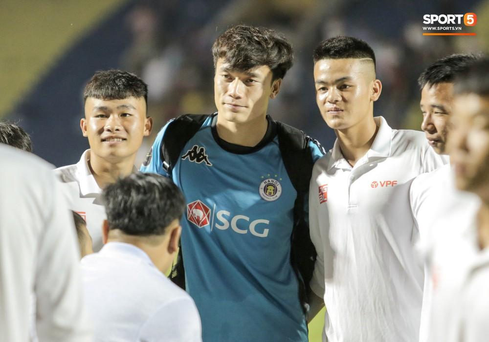 Bùi Tiến Dũng chán nản, không khí Hà Nội FC như đưa đám sau trận thua thảm trước CLB Thanh Hoá - Ảnh 5.