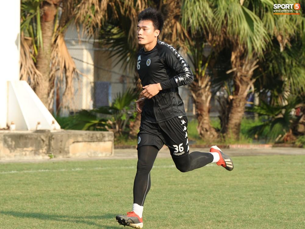 Hành động thể hiện sự tỉ mỉ, chu đáo của Bùi Tiến Dũng đối với các đồng đội Hà Nội FC - Ảnh 5.