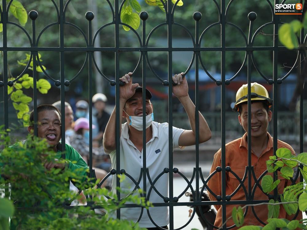 Hành động thể hiện sự tỉ mỉ, chu đáo của Bùi Tiến Dũng đối với các đồng đội Hà Nội FC - Ảnh 13.