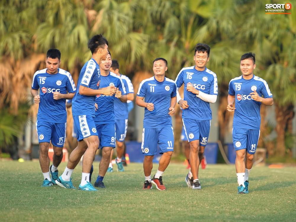 Hành động thể hiện sự tỉ mỉ, chu đáo của Bùi Tiến Dũng đối với các đồng đội Hà Nội FC - Ảnh 11.