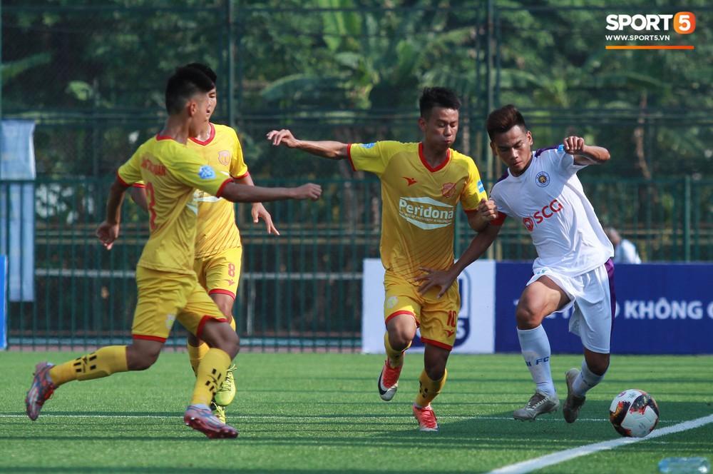 Thi đấu đầy quyết tâm dưới nhiệt độ gần 50 độ C, đàn em Quang Hải nhận cái kết viên mãn trong trận ra quân tại giải Hạng Nhì QG 2019 - Ảnh 1.
