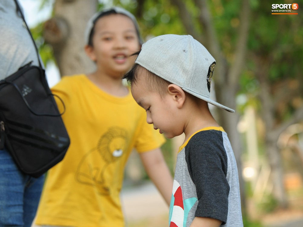 Những thiên thần trên sân tập của Hà Nội FC tạo nên khung cảnh khiến người xem mê mẩn như thước phim thanh xuân vườn trường - Ảnh 14.