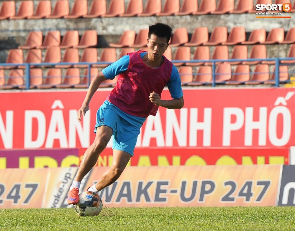 Cầu thủ Hải Phòng nhí nhảnh trên sân tập trước cuộc so tài với CLB Thanh Hóa - Ảnh 1.