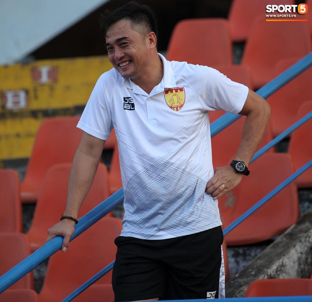 Cầu thủ Hải Phòng nhí nhảnh trên sân tập trước cuộc so tài với CLB Thanh Hóa - Ảnh 12.
