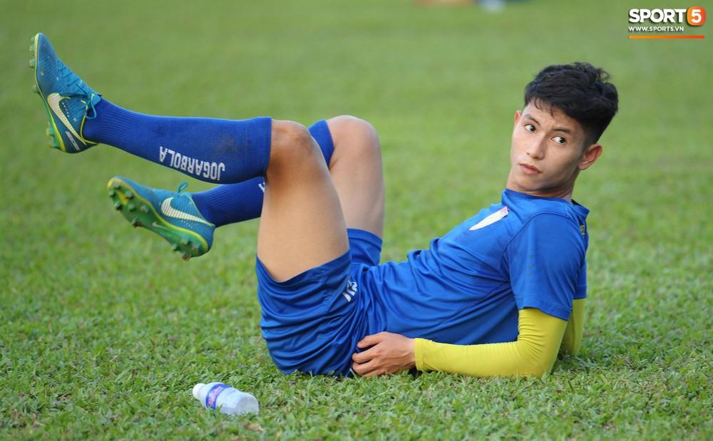 Cầu thủ Hải Phòng nhí nhảnh trên sân tập trước cuộc so tài với CLB Thanh Hóa - Ảnh 8.