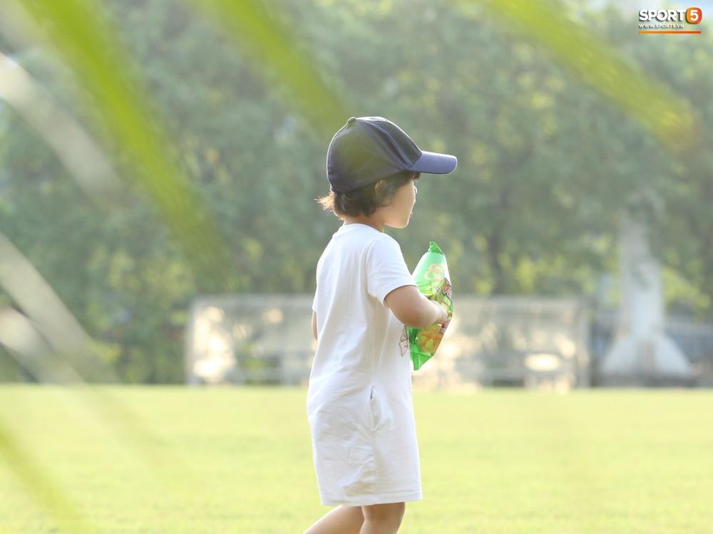 Những thiên thần trên sân tập của Hà Nội FC tạo nên khung cảnh khiến người xem mê mẩn như thước phim thanh xuân vườn trường - Ảnh 7.
