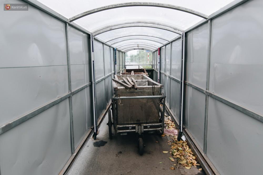 Nhiều tuyến phố ở Hà Nội xuất hiện những ngôi nhà di động cho xe rác - Ảnh 4.