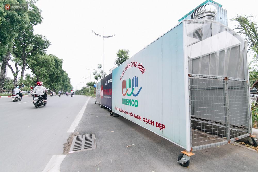 Nhiều tuyến phố ở Hà Nội xuất hiện những ngôi nhà di động cho xe rác - Ảnh 3.