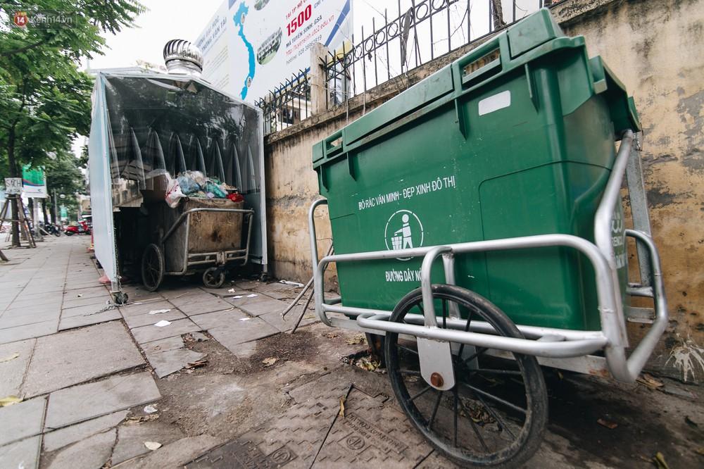 Nhiều tuyến phố ở Hà Nội xuất hiện những ngôi nhà di động cho xe rác - Ảnh 7.