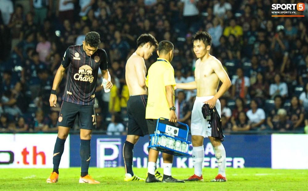 Giải mã hành động Xuân Trường cởi áo sau trận thắng đội bóng của Văn Lâm - Ảnh 3.