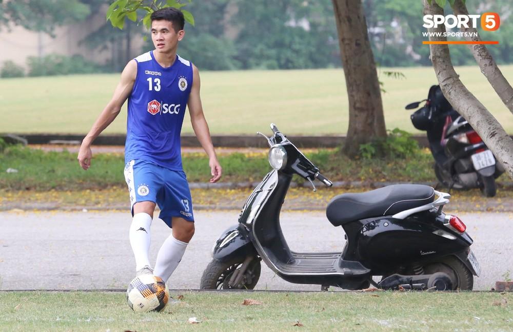 Duy Mạnh vừa trở lại, Hà Nội FC lại thiệt quân khi mất tân binh tuyển Quốc gia trước đại chiến với HAGL - Ảnh 3.