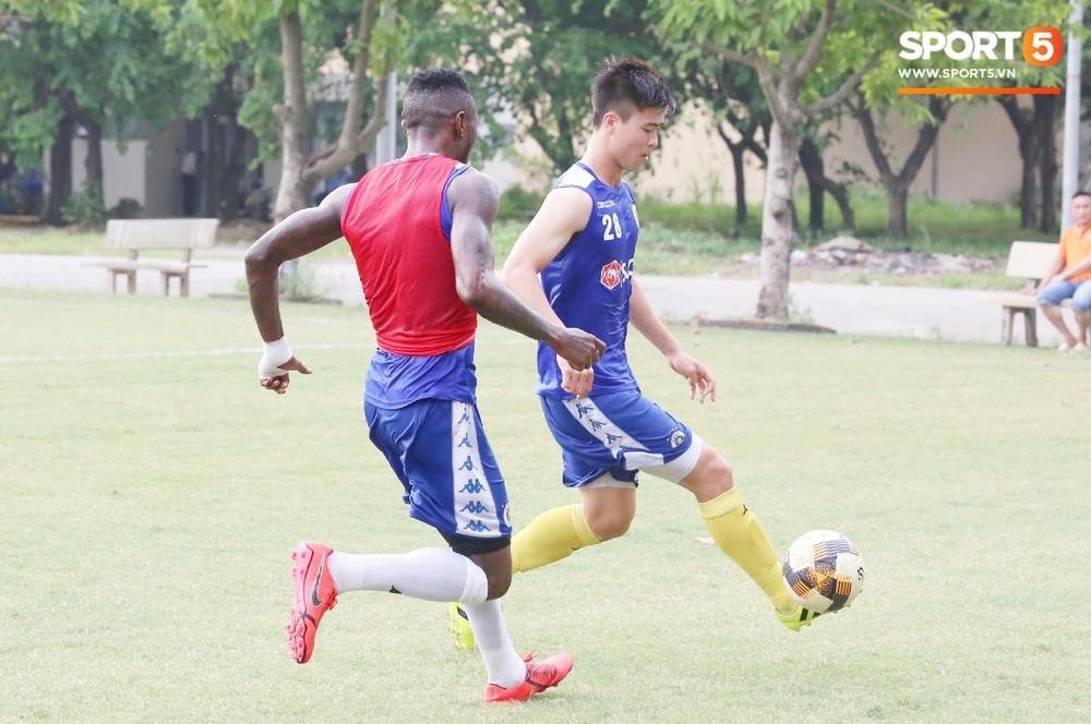 Duy Mạnh vừa trở lại, Hà Nội FC lại thiệt quân khi mất tân binh tuyển Quốc gia trước đại chiến với HAGL - Ảnh 5.