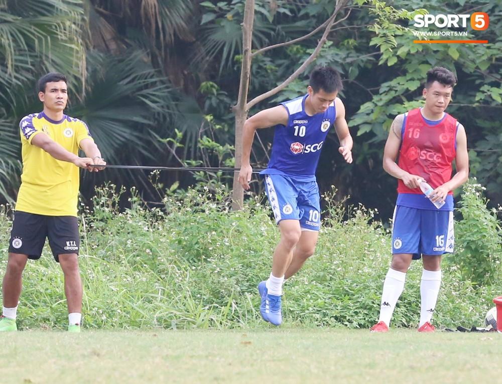 Duy Mạnh vừa trở lại, Hà Nội FC lại thiệt quân khi mất tân binh tuyển Quốc gia trước đại chiến với HAGL - Ảnh 8.