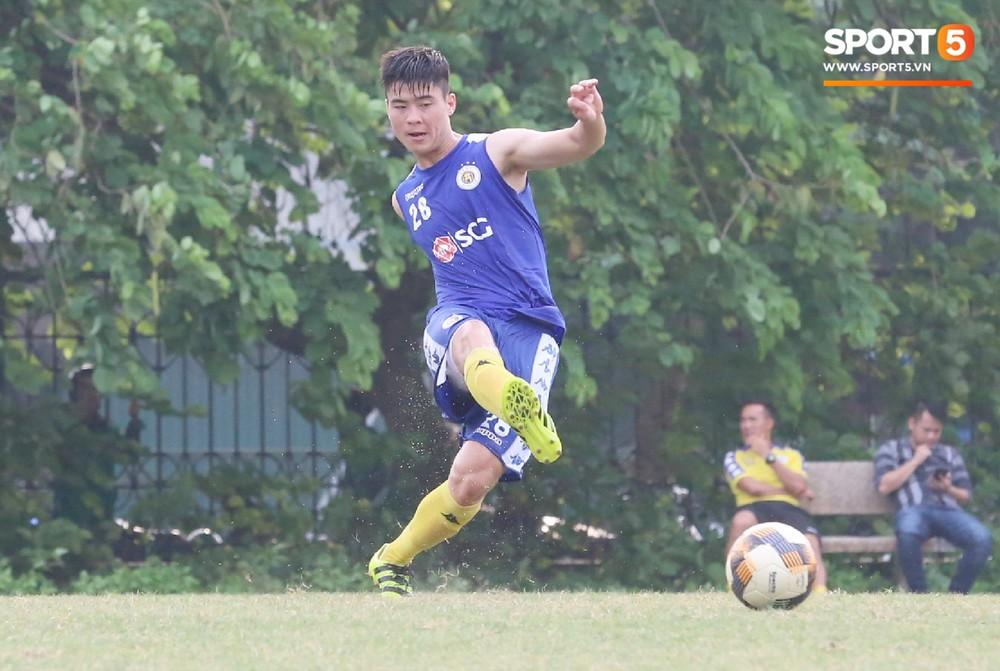 Duy Mạnh vừa trở lại, Hà Nội FC lại thiệt quân khi mất tân binh tuyển Quốc gia trước đại chiến với HAGL - Ảnh 4.