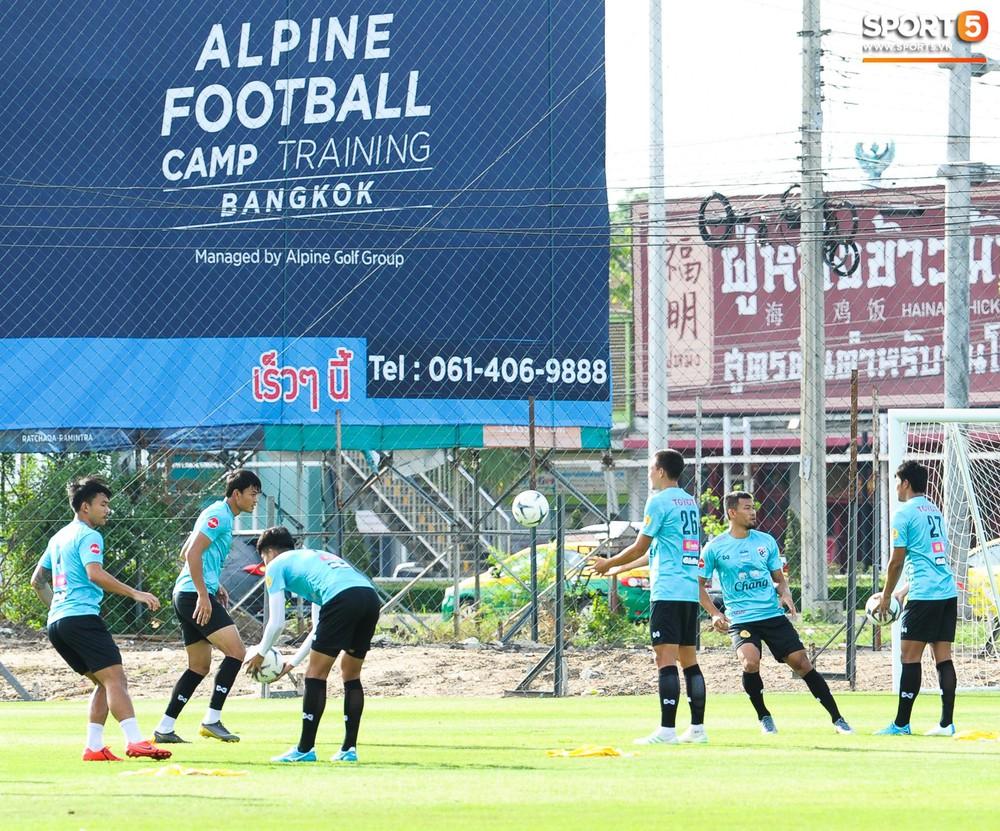 Nữ phóng viên Thái Lan xinh đẹp thích Xuân Trường nhưng tin tưởng 100% đội chủ nhà sẽ thắng Việt Nam ở Kings Cup - Ảnh 9.