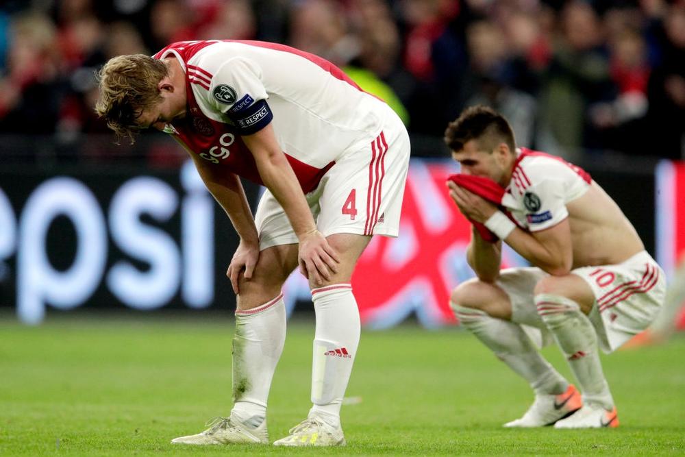 Những hình ảnh tràn ngập đau thương của Ajax Amsterdam sau khi bị đội bóng của Son Heung-min kết liễu ở giây bù giờ cuối cùng - Ảnh 8.