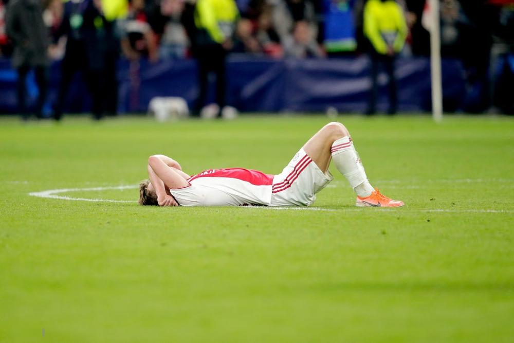 Những hình ảnh tràn ngập đau thương của Ajax Amsterdam sau khi bị đội bóng của Son Heung-min kết liễu ở giây bù giờ cuối cùng - Ảnh 5.