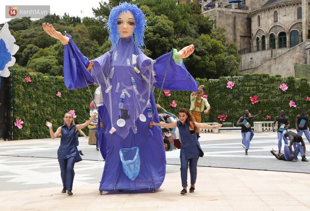 """Ấn tượng """"Vũ hội Ánh Dương"""", sự kiện mở đầu lễ hội pháo hoa Quốc tế 2019 ở Đà Nẵng - Ảnh 5."""