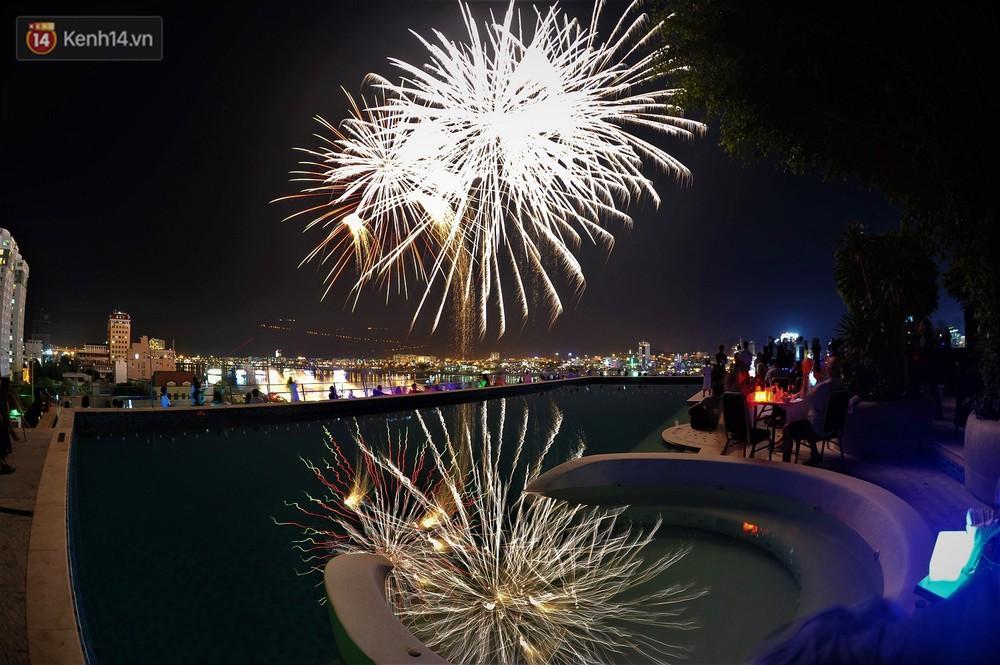 Ngắm màn tranh tài giữa Việt Nam và Nga mở màn Lễ hội pháo hoa quốc tế 2019 tại hồ bơi sang chảnh của khách sạn cao nhất Đà Nẵng - Ảnh 10.