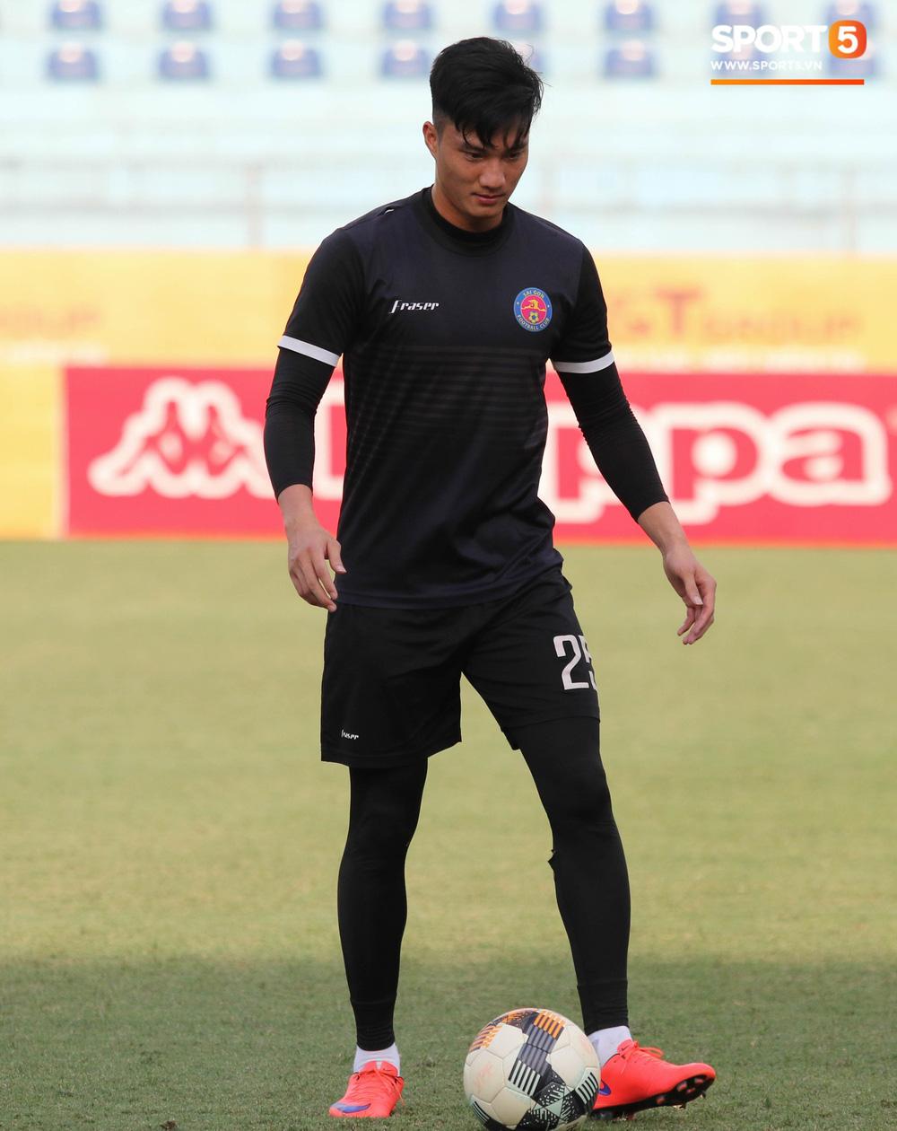 Tiến bộ thần tốc, cựu thủ môn điển trai của U23 Việt Nam vẫn khiêm tốn trước cuộc đọ sức với Hà Nội FC - Ảnh 2.