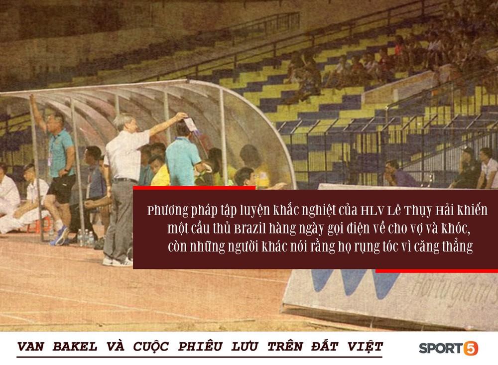 Bóng đá Việt qua mắt cầu thủ ngoại (kỳ 3): Từ cuộc chiến với HLV Lê Thụy Hải đến những phong bì cho trọng tài, và cả Van Bakel - Ảnh 1.