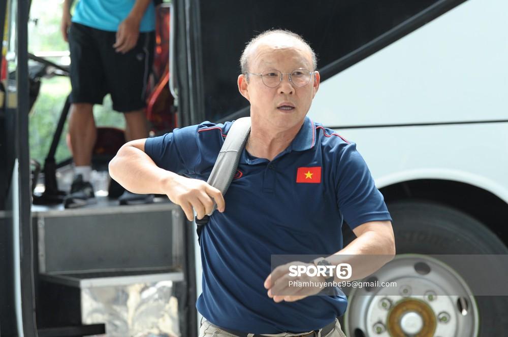 Khoảnh khắc fan mong chờ: Xuân Trường bảnh bao, rạng rỡ hội ngộ đồng đội tại tuyển Việt Nam - Ảnh 9.