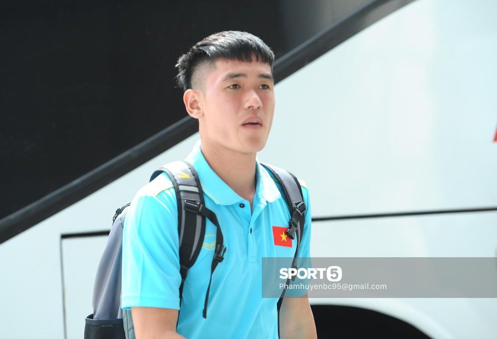 Khoảnh khắc fan mong chờ: Xuân Trường bảnh bao, rạng rỡ hội ngộ đồng đội tại tuyển Việt Nam - Ảnh 7.