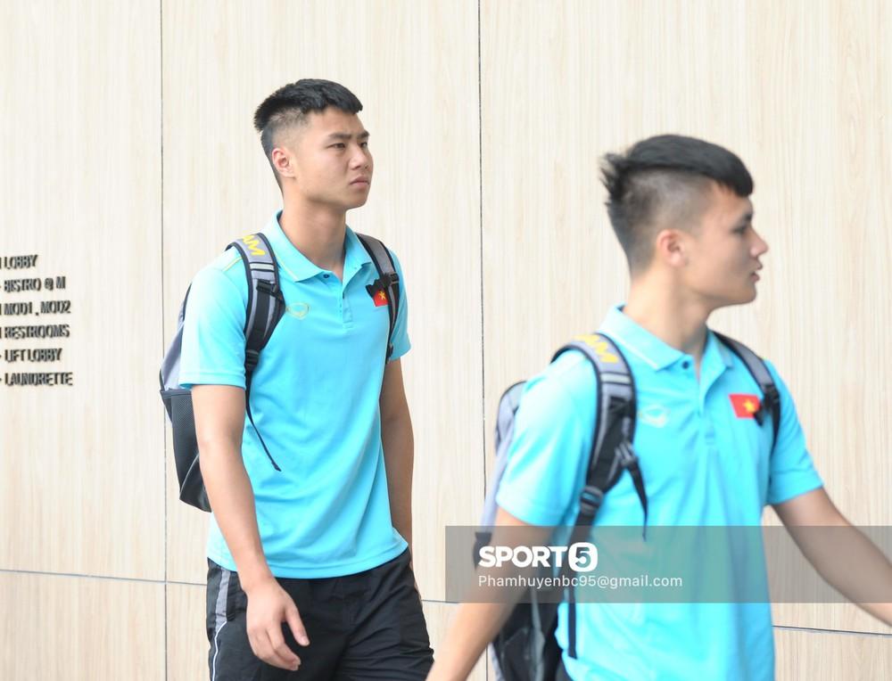 Khoảnh khắc fan mong chờ: Xuân Trường bảnh bao, rạng rỡ hội ngộ đồng đội tại tuyển Việt Nam - Ảnh 6.