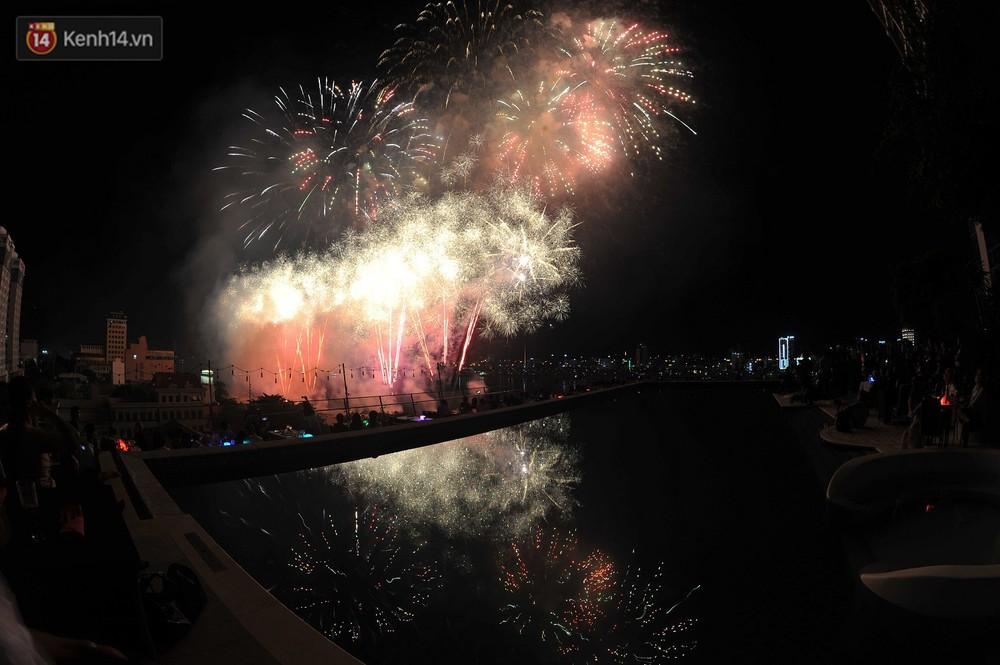 Ngắm màn tranh tài giữa Việt Nam và Nga mở màn Lễ hội pháo hoa quốc tế 2019 tại hồ bơi sang chảnh của khách sạn cao nhất Đà Nẵng - Ảnh 17.