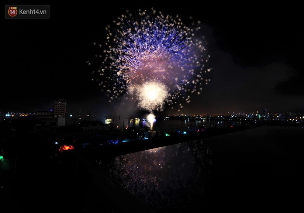 Ngắm màn tranh tài giữa Việt Nam và Nga mở màn Lễ hội pháo hoa quốc tế 2019 tại hồ bơi sang chảnh của khách sạn cao nhất Đà Nẵng - Ảnh 8.