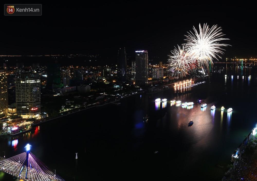 Ngắm màn tranh tài giữa Việt Nam và Nga mở màn Lễ hội pháo hoa quốc tế 2019 tại hồ bơi sang chảnh của khách sạn cao nhất Đà Nẵng - Ảnh 7.