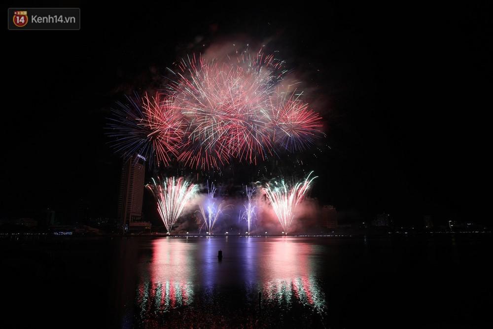 Ngắm màn tranh tài giữa Việt Nam và Nga mở màn Lễ hội pháo hoa quốc tế 2019 tại hồ bơi sang chảnh của khách sạn cao nhất Đà Nẵng - Ảnh 15.