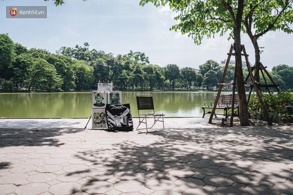 Chùm ảnh: Phố đi bộ hồ Gươm vắng bóng người trong ngày nắng nóng kinh hoàng ở Hà Nội - Ảnh 5.