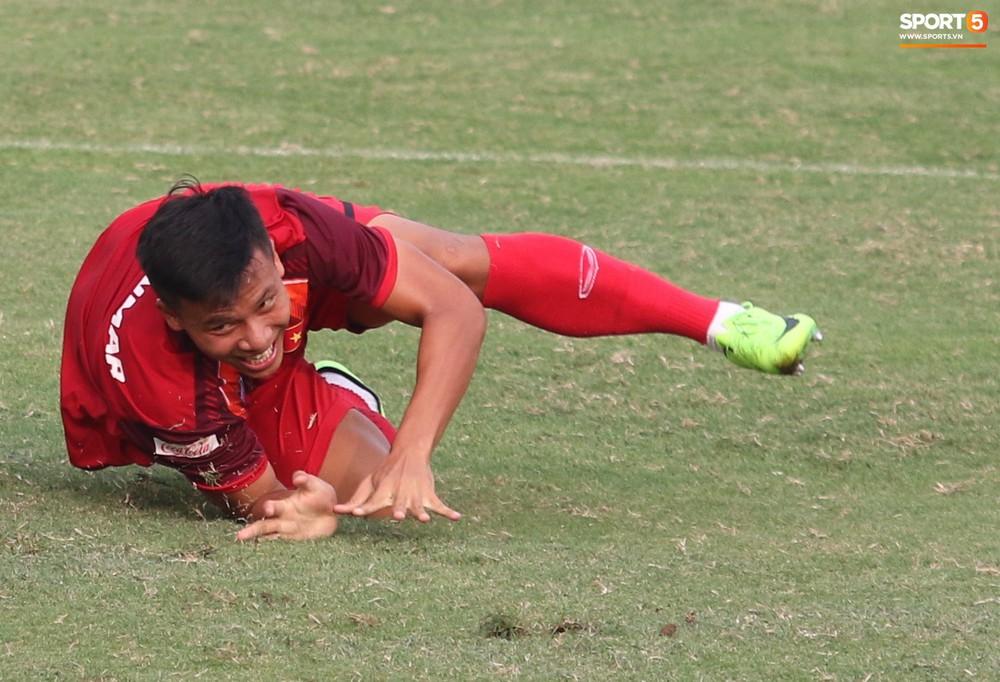 U23 Việt Nam cười hết nấc với màn khởi động nắm tay nhau đi khắp thế gian - Ảnh 5.
