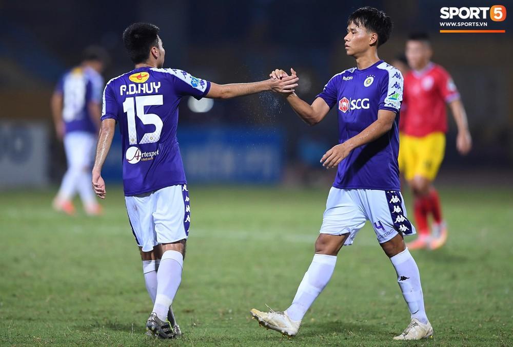 HLV Park Hang-seo và Quang Hải ăn mừng cuồng nhiệt khi chứng kiến Đức Huy lập cú đúp - Ảnh 8.