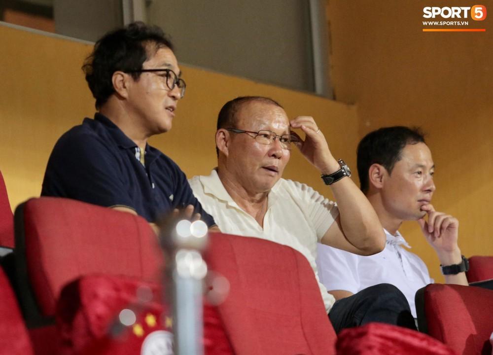 HLV Park Hang-seo và Quang Hải ăn mừng cuồng nhiệt khi chứng kiến Đức Huy lập cú đúp - Ảnh 4.