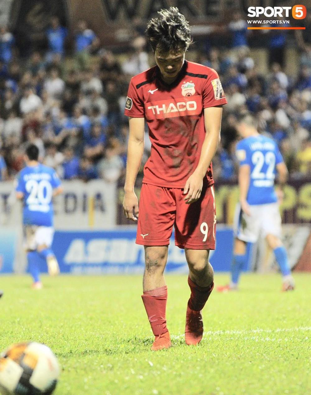 Văn Toàn thất thần, Xuân Trường cùng Tuấn Anh cúi mặt rời sân Cửa Ông sau trận thua đau trước Than Quảng Ninh - Ảnh 2.