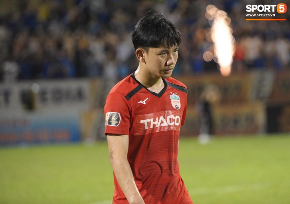 Văn Toàn thất thần, Xuân Trường cùng Tuấn Anh cúi mặt rời sân Cửa Ông sau trận thua đau trước Than Quảng Ninh - Ảnh 9.