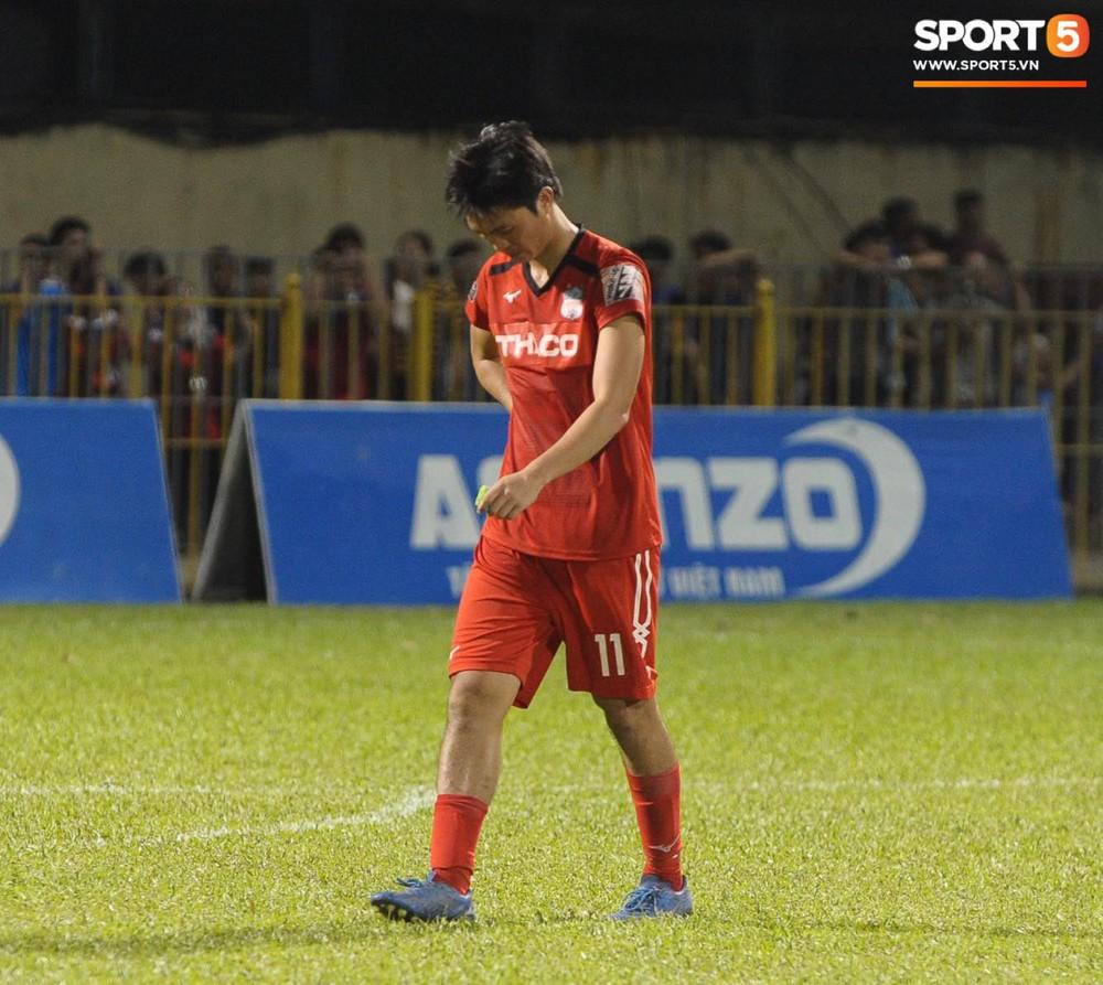 Văn Toàn thất thần, Xuân Trường cùng Tuấn Anh cúi mặt rời sân Cửa Ông sau trận thua đau trước Than Quảng Ninh - Ảnh 6.